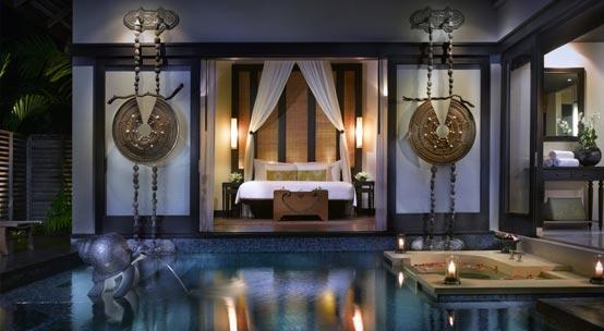 Pool-Villa-at-night